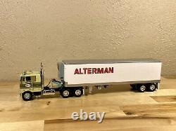 DCP 1/64 Peterbilt 352 Cab Over And 40' Vintage Reefer Trailer Farm Toy